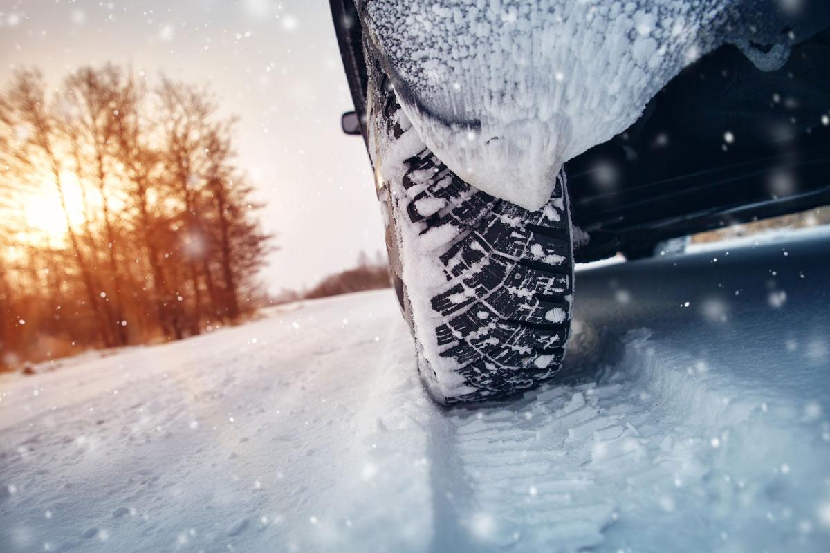 Puis-je garder mes pneus d'hiver en été?