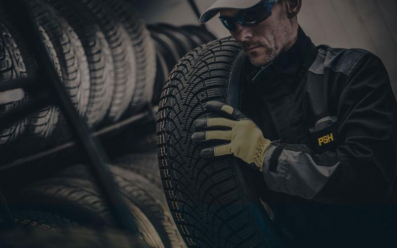 Pour garder la qualité de vos pneus, vous devez bien les entreposer. Avec les saisons que nous avons au Québec, au printemps et en automne, nous devons changer nos pneus en fonction du temps à venir. Mais que faire avec les 4 autres pneus que nous venons